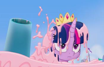 Des arcs-en-ciel, du glaçage et des couronnes dans la bande-annonce en français de Mon petit poney
